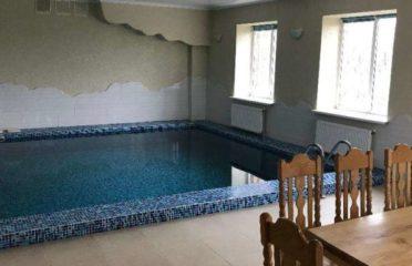 Сауна з великим бассейном